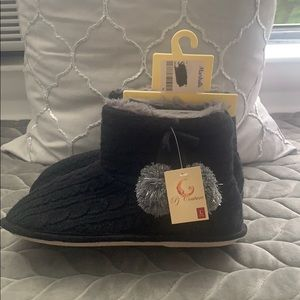 Shoes - NWT Slippers Booties